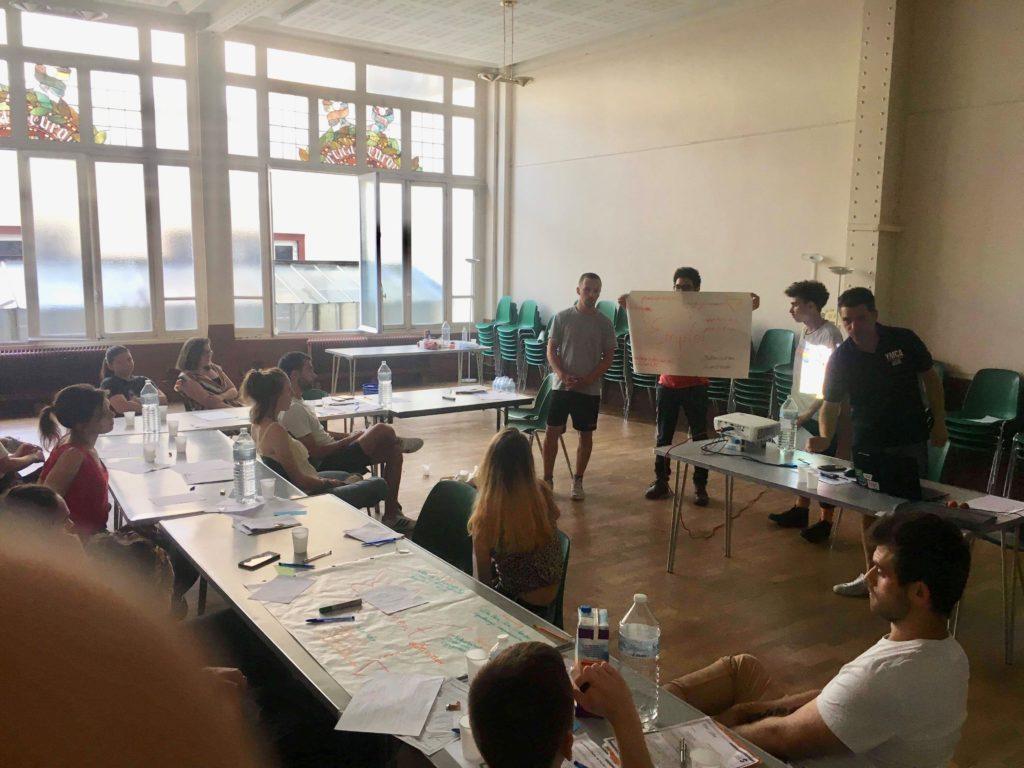 Atelier lors de la formation civique et citoyenne à Paris.